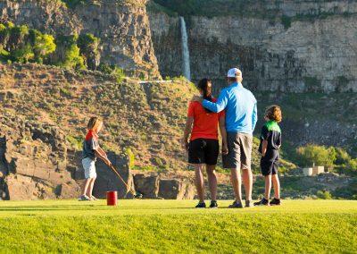 Twin Falls Family Golfing